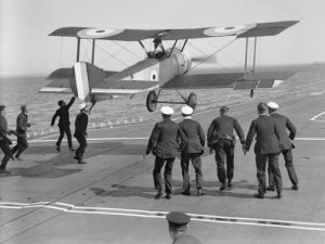 Sopwith_Pup_landing_on_board_ship